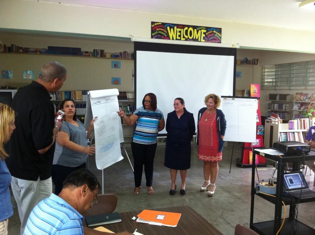 A la derecha la compañera Nancy Quiñonez del Depto de Salud junto a compañeras de SPT. Comisión Regional de Humacao.