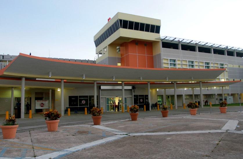 """22 DE NOVIEMBRE 2012. CENTRO MEDICO DE RIO PIEDRAS. DIA DE ACCION DE GRACIAS EN CENTRO MEDICO DE RIO PIEDRAS, NINGUNA NOVEDAD EN LA SALUD DEL BOXEADOR HECTOR """"EL MACHO"""" CAMACHO.  XAVIER GARCIA/ FOTOPERIODISTA EL VOCERO"""